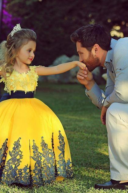 Honey Qiao Yellow Ball Gown Black Appliques O-Neck Floor Length Flower Girl Dresses Vestido Little girls Pageant Dress